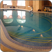 фото красивого переливного бассейна