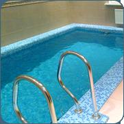 фото небольшого бассейн в цокольном этаже