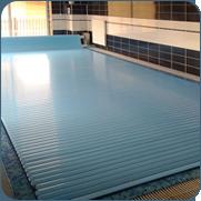 фото частного бассейна с жалюзи