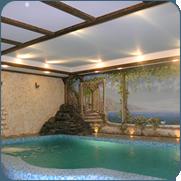 фото декоративного водопада в бассейне