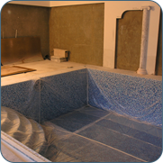 фото бассейна с римским входом