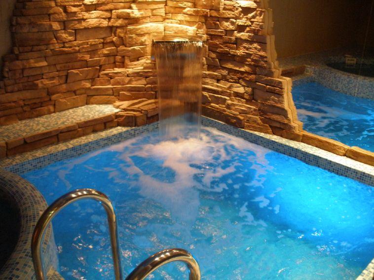 бассейн с соленой водой