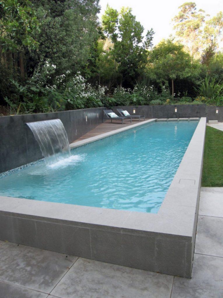 бассейн с соленой водой на даче