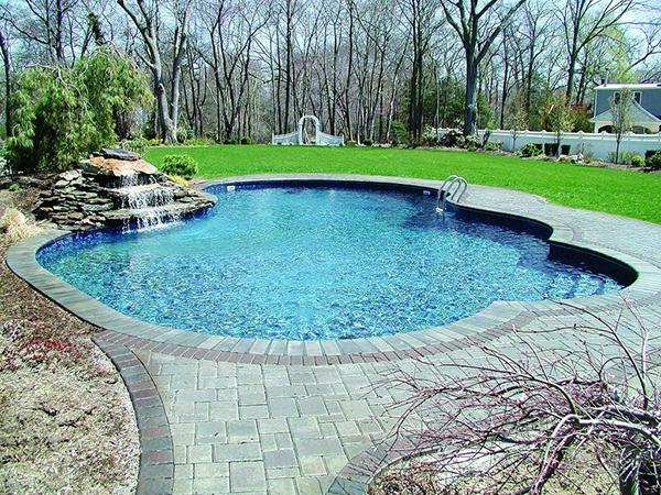 бассейн во дворе собственного дома