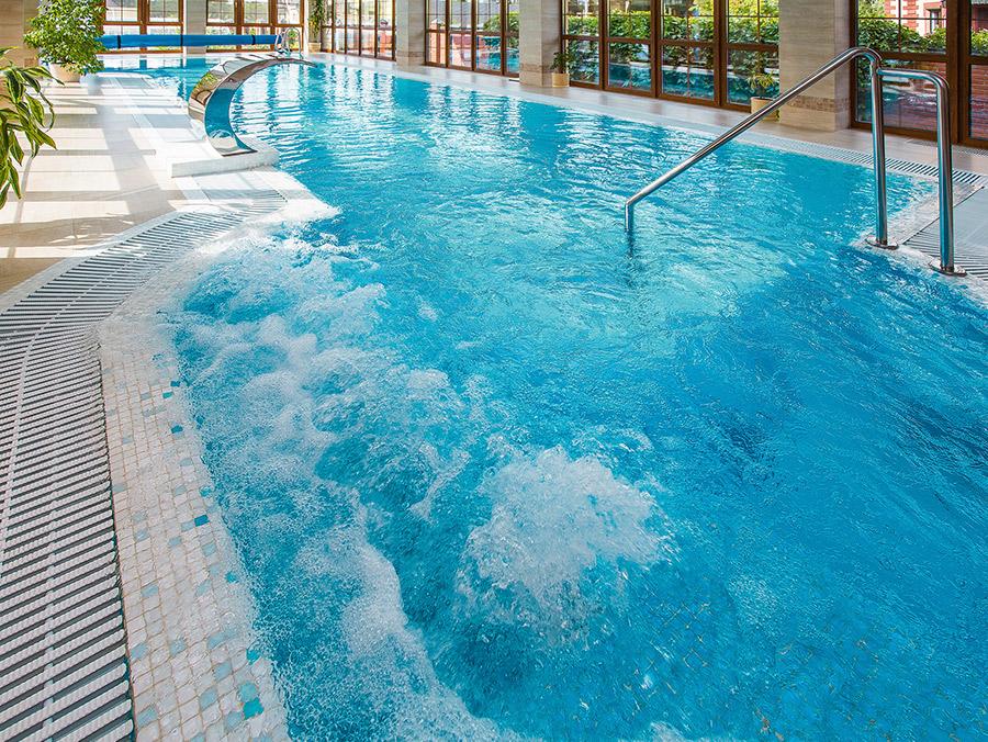 бассейн в загородном доме