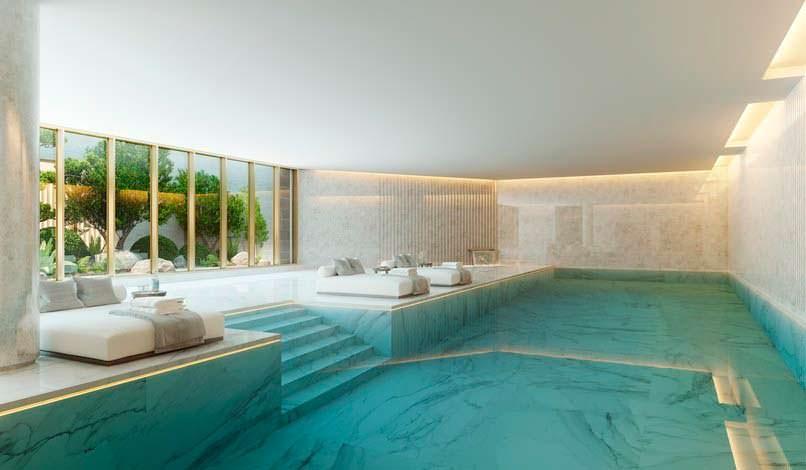 частный бассейн в цоколе здания