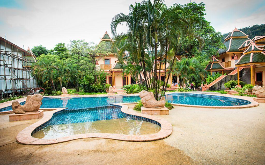 бассейн во дворе частного дома